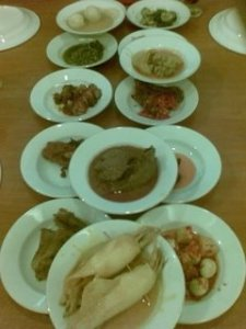 Padang restaurant selection: where you only pay for what you eat!