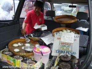 Some freshly made serabi cakes to take back home?